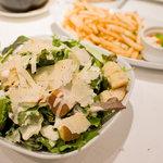 ハイヴカフェ - 生ハムと半熟卵のサラダ