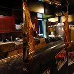 手作り料理と地酒 おと 仲町店 - 村上鮭。魚を干す際に頭を下に吊るして干す。