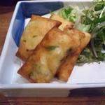 八笑 - チーズのグラタン風春巻 \580(税別)