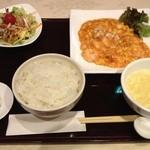 華琳 - ふわふわ卵エビチリ、ランチ(980円)    値段の割には料理の味はしっかりしてました。