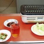焼肉運善 - 料理写真:2013.0511 特製のタレ・キュウリの糠漬け・キャベツ