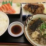 18898833 - 好物の造りに揚げ物麺類がセットで驚愕の430円ご飯大