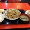 三龍亭 - 料理写真:肉野菜炒め定食+餃子