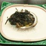 割烹 かねこ - 鮑の肝焼き 岩海苔を載せて