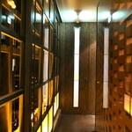 中国料理&ワイン yinzu - 扉を開けると素敵な空間