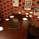 中国料理&ワイン yinzu - 周りが気にならない落ち着ける半個室テーブル