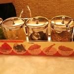 サンマルコ カレーハウス - 薬味関係が豊富なの嬉しいですね♪粉チーズまでありますね^^