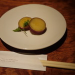 ヴァーミリオン - (確か)サツマイモのレモン煮(お通しです)