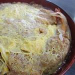 馬酔木 - 料理写真:アベック丼/カツ丼のカツの両サイドに海老フライが横たわっています~(笑)