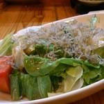 居酒屋「桜」 - じゃこサラダ。カリポテサラダもおすすめ!