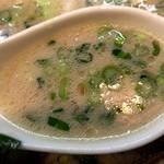 まるめん堂 - スープはあっさりな飲み口旨味タップリな感じ、美味しいスープですね~