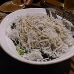 茅ヶ崎 海ぶね - しらすかけサラダ。あまりにしらすが多くサラダが見えません。