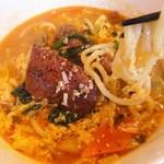 焼肉迎賓館 爛燈 - カルビラーメン…モチモチとした太麺で、野菜も含め具沢山。
