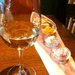 18917858 - 白ワインと、お通し☆