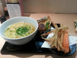 武膳 福岡パルコ店 - ごぼう天うどん、野菜天追加。計950円