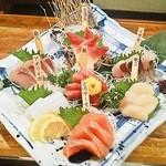 """貝、磯料理 海然 - その日一番の貝・鮮魚をご提供 """"特選海然盛り"""""""