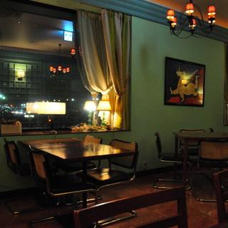 寛ぎの空間でお料理をお楽しみください。