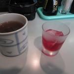 レスト - 最初に出されるお茶と食前酒