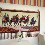 香膳 - 本場ウイグルから、装飾絨毯が届きました。シルクロードの雰囲気を味わいながら、お食事できるようになりました。