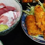 魚萬食堂 - ブリ刺・カキフライ