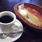 喫茶 神戸館 - モーニングに茹で玉子とトーストが付きます この日はバター&ジャムにしました