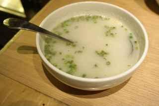 金剛園 - その後は牛肉を煮込んで作ると言われるコムタンスープを頂き