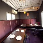 Neo Thai - 三階は大人気ソファーの12名様用の個室です!大騒ぎしても大丈夫!