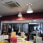サンマルク - ウエイティングルームからパンの工房を撮った