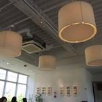 PASTA HOUSE AWkitchen FARM - 天井。照明が個性的です。構造物をあえて見せているおしゃれな店内です。