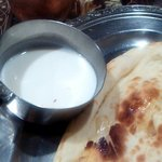 インド料理モハン - ナンの下に隠れていたヨーグルト(2013.4)