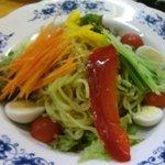 串若丸 - 腹にたまって野菜も採れる。ラーメンサラダ