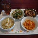 来豊園 - 食べ放題の盛り付け例