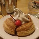 コメダ珈琲店 - ミニシロノワール;金属カップとグラスのロゴが可愛い
