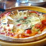 18942018 - カマンベールチーズピザ