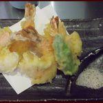 讃岐屋 雅次郎 - 海老天5尾もついててプリップリ~美味しぃぃ