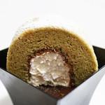 ケントハウス - 抹茶ムース(多分)の上にのってる半ロールケーキ。 '13 4月下旬