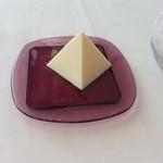 ラー・エ・ミクニ - バターはピラミッド