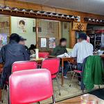 志満川食堂 - 大衆的な雰囲気です