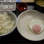なか卯 - 目玉焼き朝定食