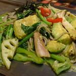 18947250 - アボカド黒焼きそば《野菜ミックス》(\1,180、2013年4月)