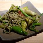 18947252 - アボカド黒焼きそば《野菜ミックス》(お皿に取り分けたところ、2013年4月)