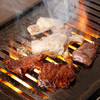 元祖力肉 みよ志 - 料理写真:ロースターで焼くのが【元祖力肉 みよ志】のスタイル。カウンター席にもロースターが用意され、ジュウジュウと焼く香りと音を楽しめます。