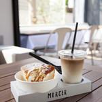 マーサーカフェ - テイクアウトが大人気!街歩き用のシフォンケーキとドリンクのセット