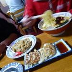 三太夫 - 【H25.5.4】先輩はラーメンに炒飯です! 食べ過ぎでは。。