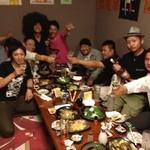 居酒屋 酒彩 - お座敷の宴会、盛り上がっています!