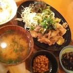 ビオオジヤンカフェ プラス - おじやじゃなく生姜焼きにしちまったけどおいしー!ちょっとしょっぱいけど。