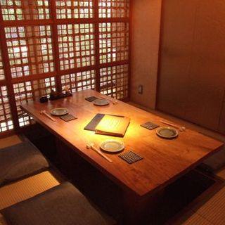 2~8名様まで対応可能な個室をご用意しております