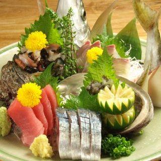 お造りの盛り合わせや焼物、煮物など、旬の素材をどうぞ