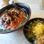 福助 - 鶏辛ラーメン+替え飯セットは850円