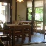 遊鹿里茶屋 - 店内のテーブル席